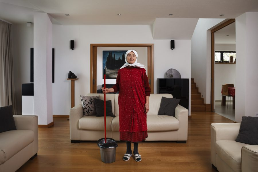 Péter Korniss: In the Living Room with a Bucket