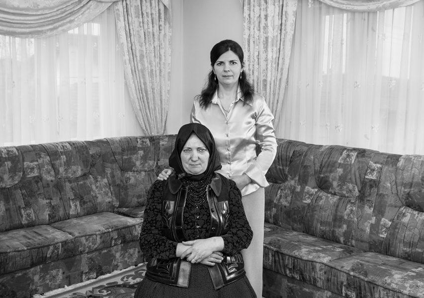Korniss Péter: Anya és leánya az új házban-Mari és kicsi Mari