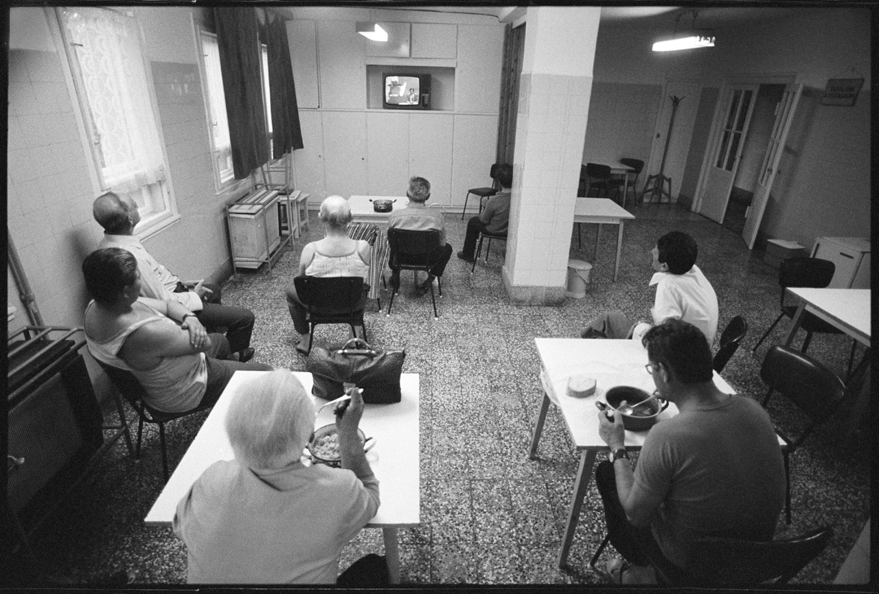Péter Korniss: Watching Tv in the Common Room