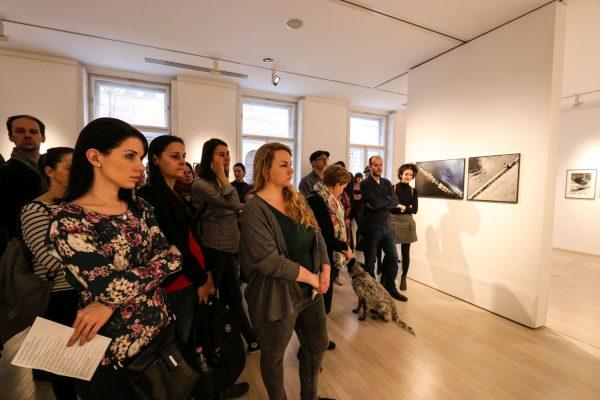Czigány Ákos tárlatvezetése Lucien Hervé és Rodolf Hervé kiállításán