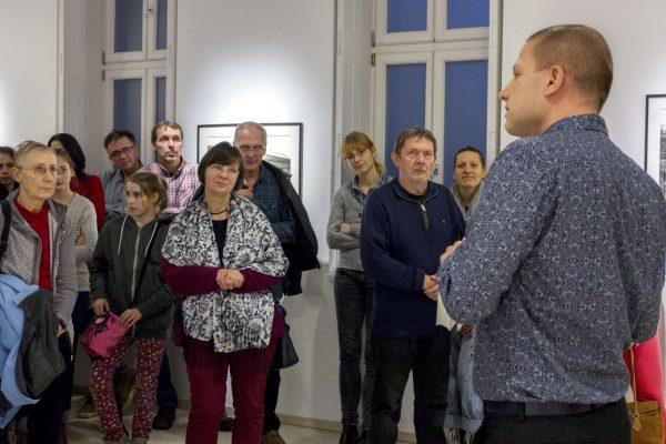 Pettendi-Szabó Péter tárlatvezetése Korniss Péter kiállításán