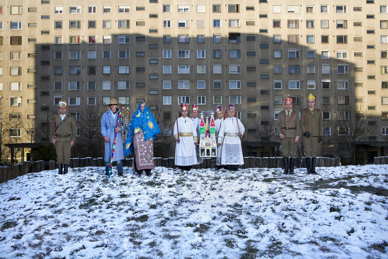 Péter Korniss: Nativity Players at a Housing Estate