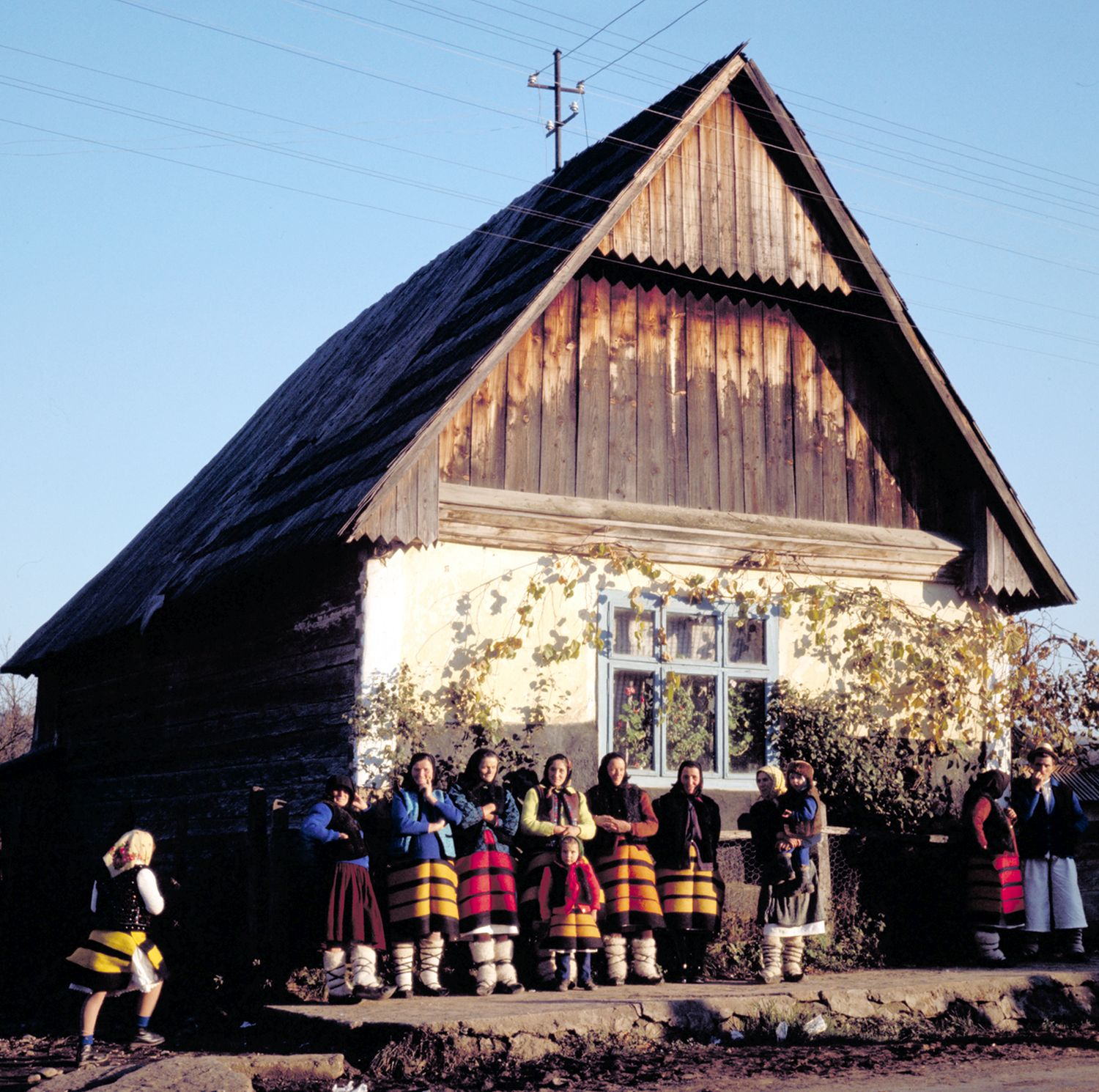 Péter Korniss: Sunday, in front of the Old House