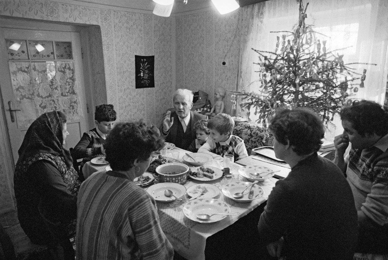 Korniss Péter: Karácsony este Eszláron