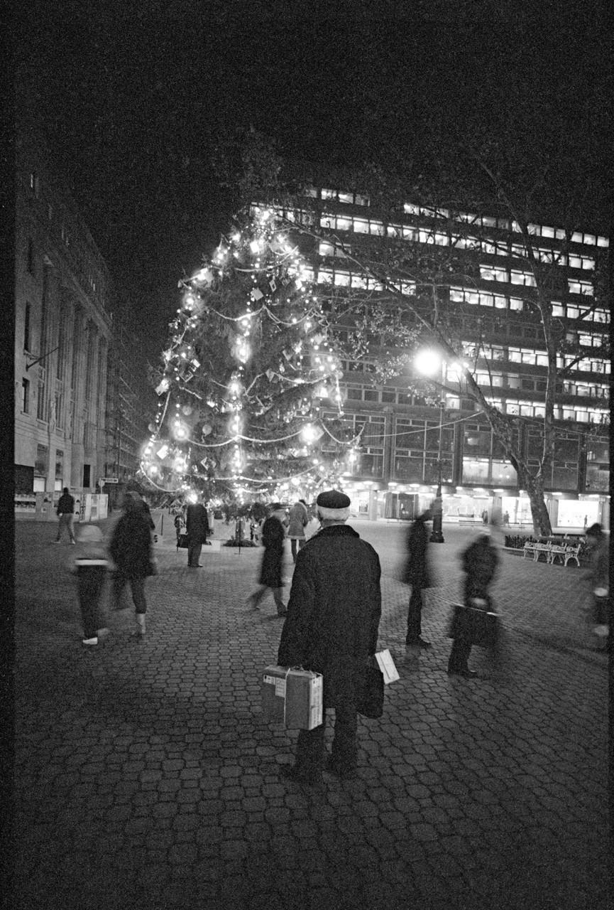 Korniss Péter: Karácsonyi vásárlás